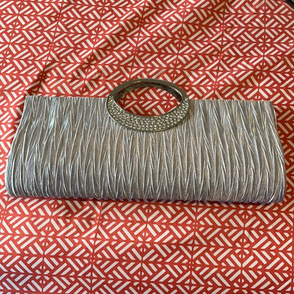 5 FOR 25 or 3 FOR 20 Fancy clutch purse
